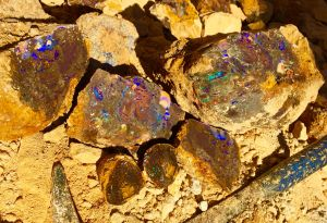 Koroit opal rough.jpg