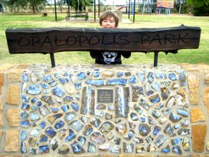 Eromanga Park Opal Miners Memorial.jpg