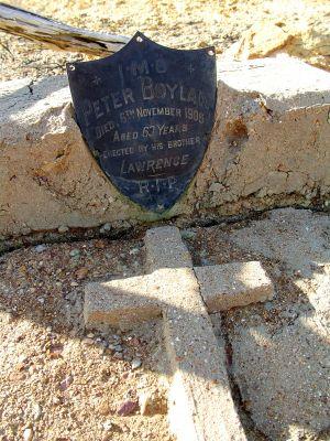 Peter Moylan's grave Fort Hill Eromanga.JPG